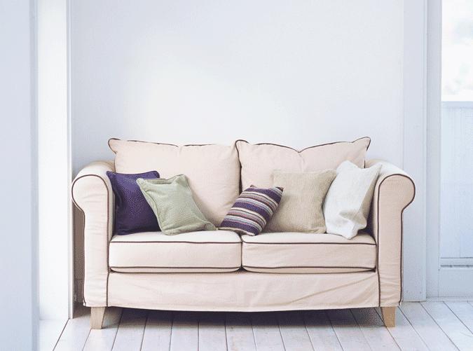 Wohnzimmer Couch beige weißer Raum