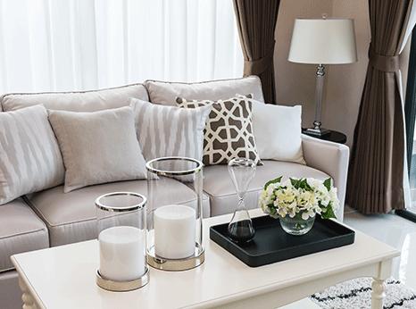 Soft Glam Wohnzimmer Couch Coffee Table in beige taupe und braun