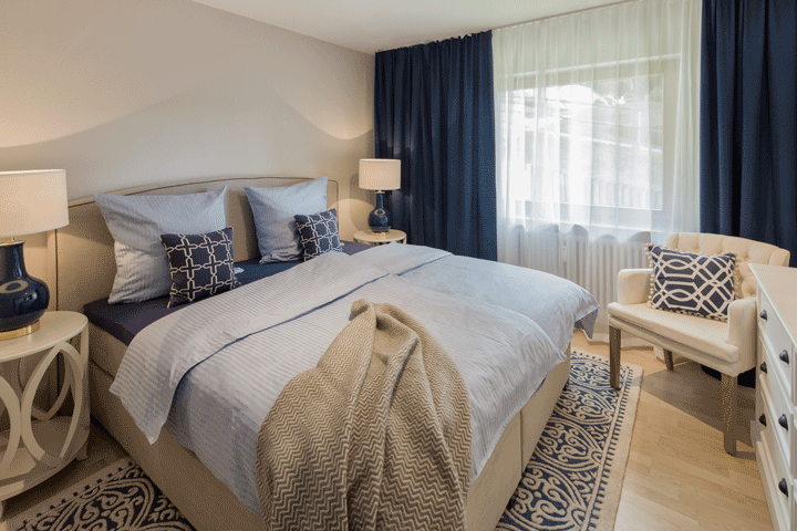 Schlafzimmer Boxspringbett Elegant Feminin Blau Taupe Weiss Maritim Soft  Glamour