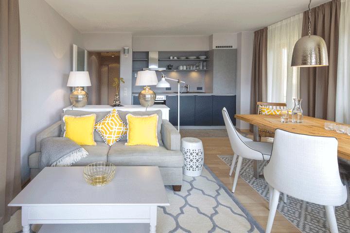 wohnbereich essbereich mit küche moderner landhausstil maritimer stil