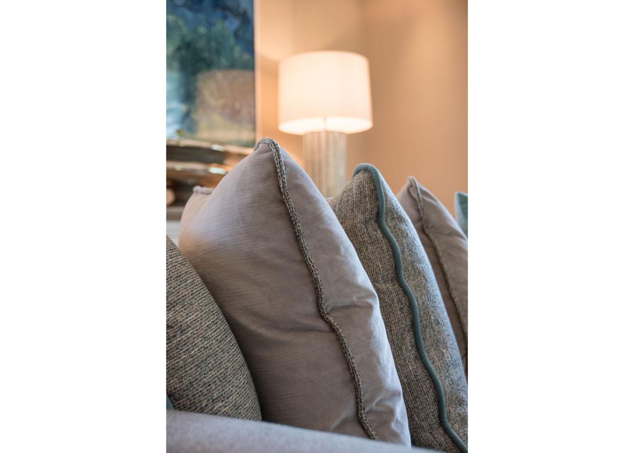 haus renovierung ideen wohnzimmer kissen taupe türkis leuchte