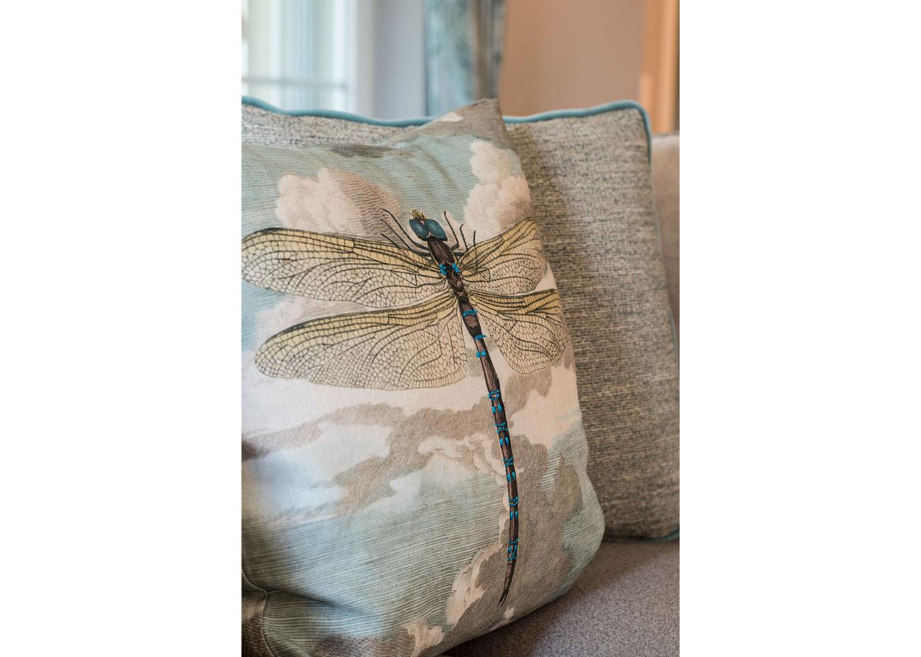 haus renovierung ideen wohnzimmer kissen mit libelle