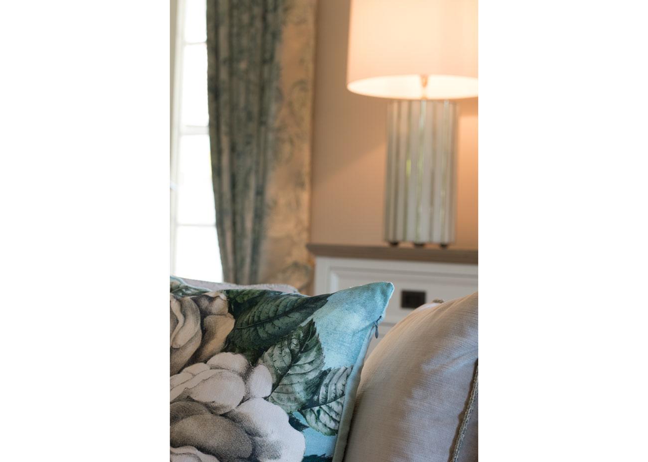 haus renovierung ideen wohnzimmer kissen mit rose leuchte