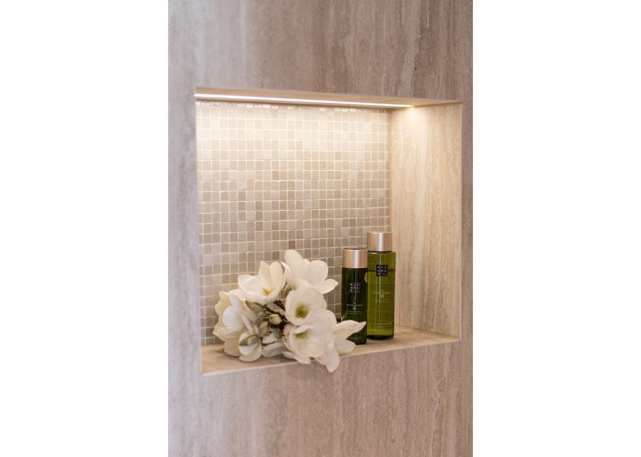 haus einrichten bad dusche mit nische und beleuchtung mosaikfliesen