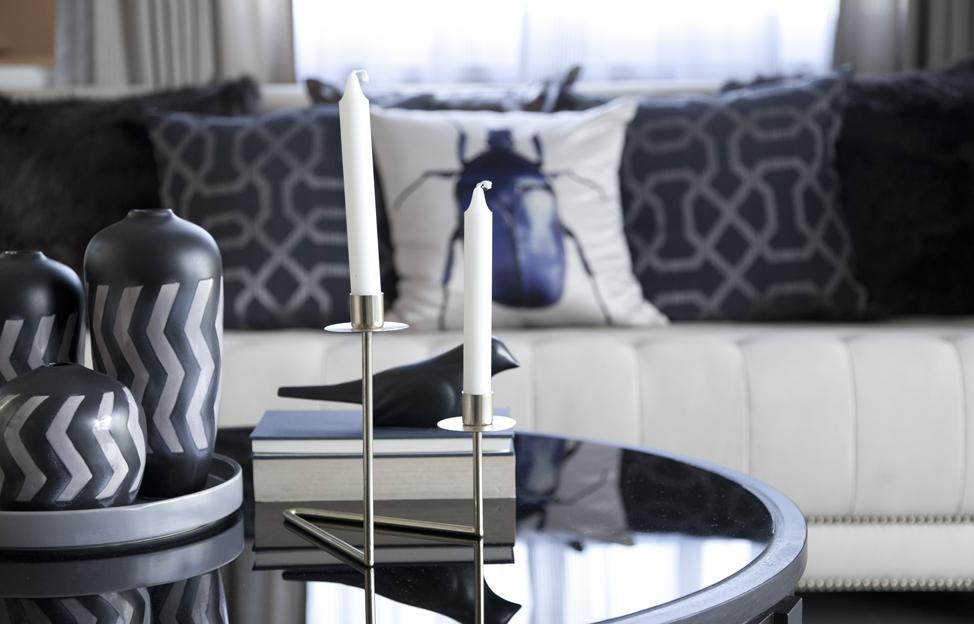 Wohnstile Glamour couch schwar weiss kissen deko couchtisch