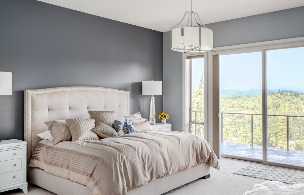 Wohnstile Glamour grau beige bett vorhänge leuchte balkon