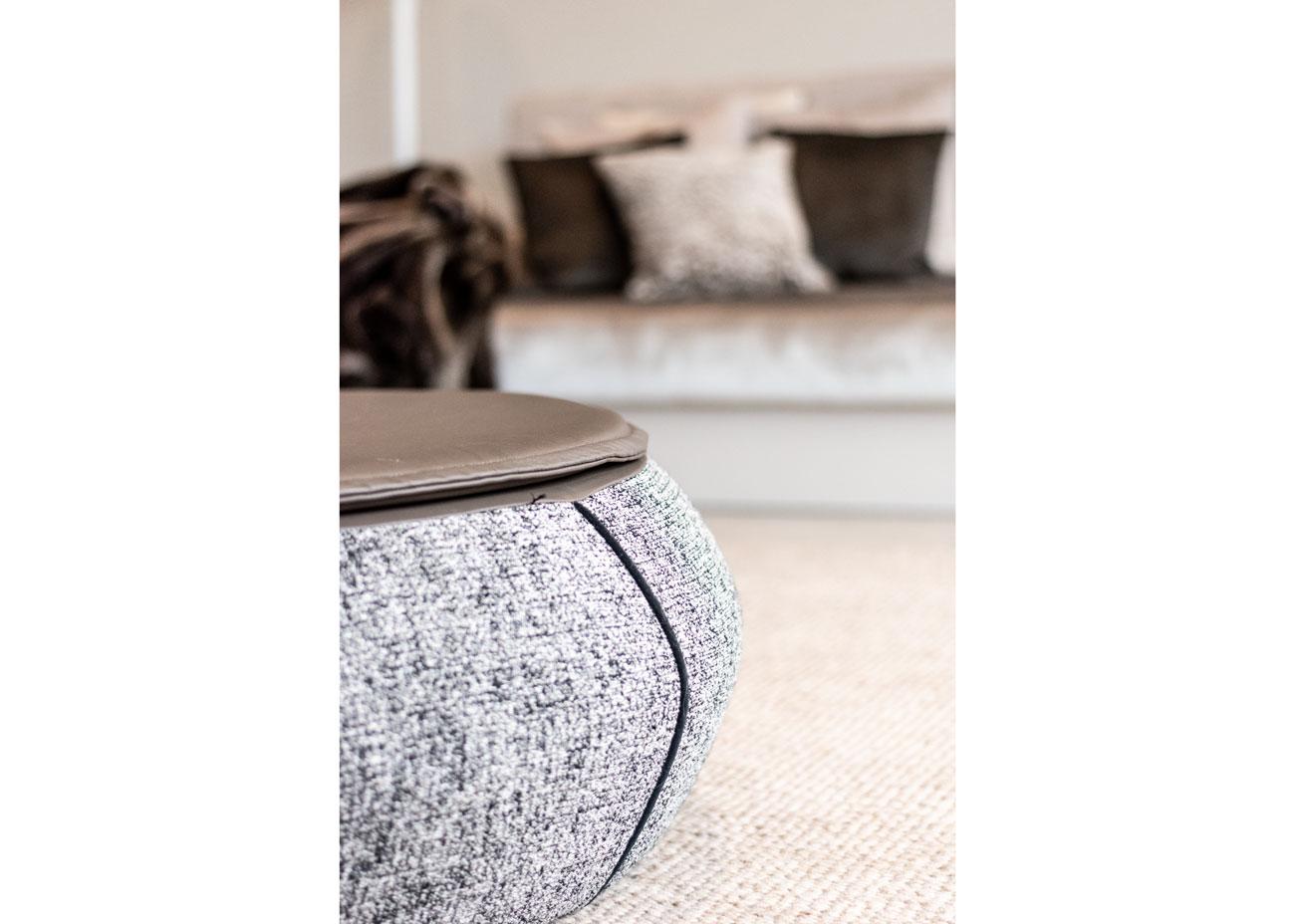 haus einrichten wohnen couch kissen hocker pouf leder stoff