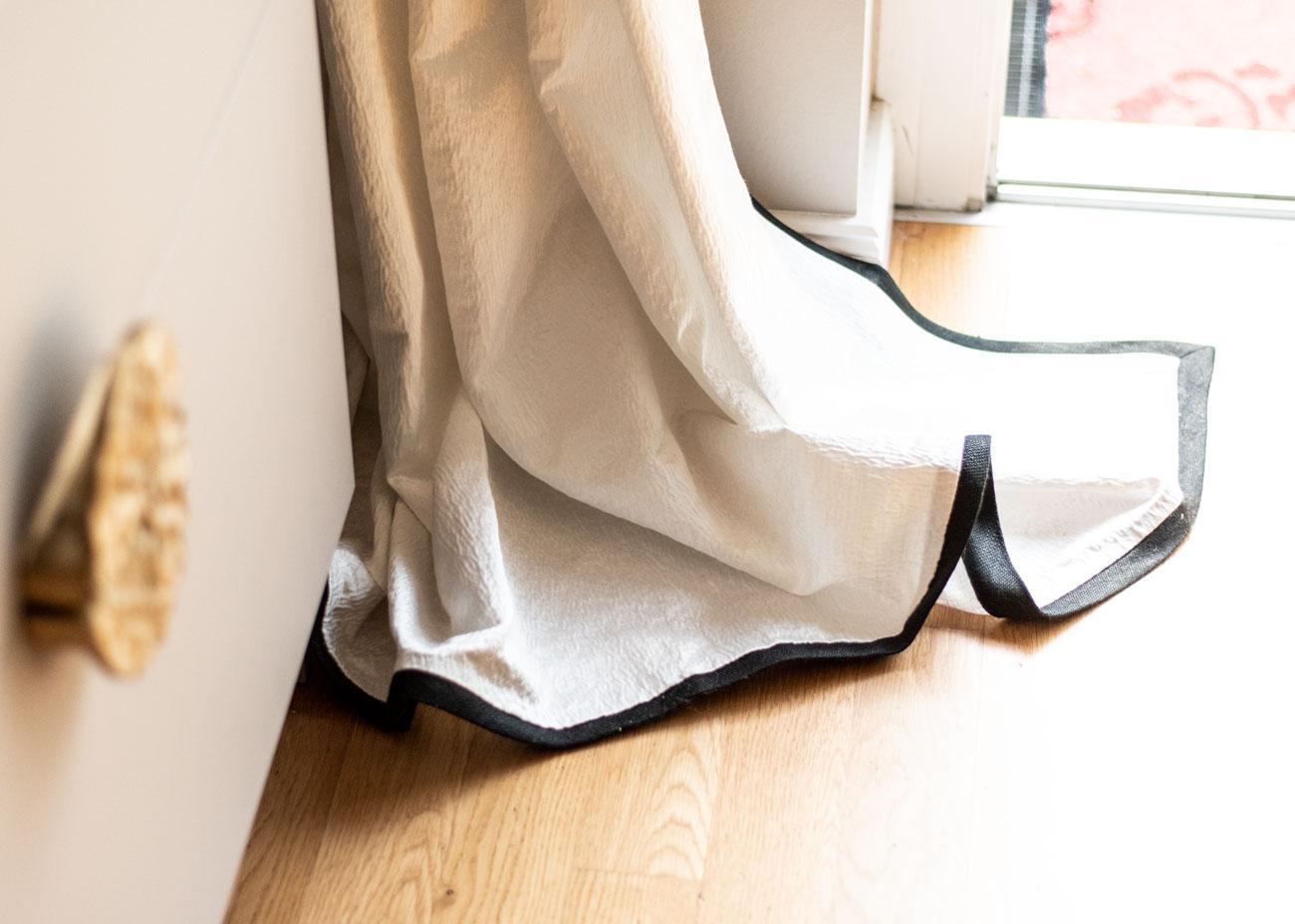 haus renovieren ideen wohnzimmer vorhnag weiss kommode griff