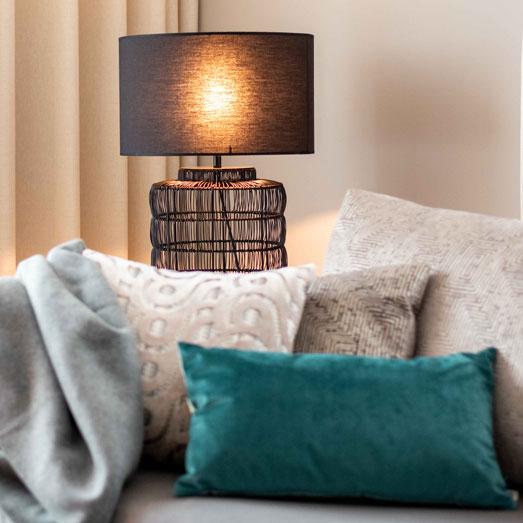Wohnung einrichten Einrichtungsideen Dekokissen Inspiration Wohnungsdeko Wohnzimmer Einrichtung Inspiration blaues Kissen