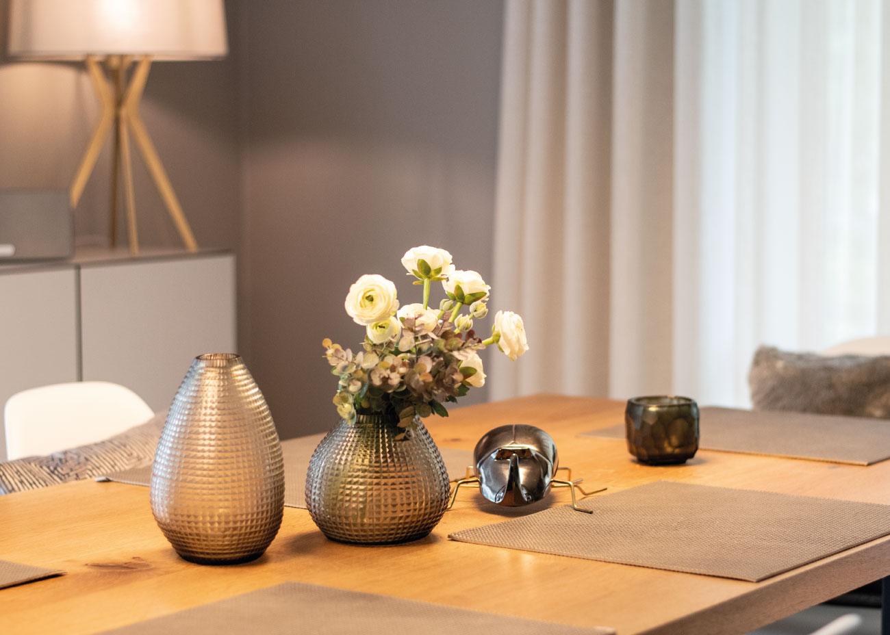 Esszimmer Tischgedeck Blumendekoration Guaxs Vase Inneneinrichtung Ideen Einrichtungsideen Kundenprojekt Einrichtungskonzept Interior Design Räume planen